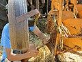 Concours de labour de Boissia - Agriculteur nettoyant sa charrue (juil 2018).jpg