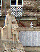 Corbie monument aux morts (détail) 1