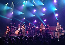 Counting Crows (14497902845).jpg