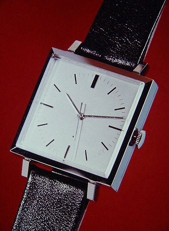 First quartz wristwatch BETA 1 developed by CEH, Switzerland, 1967 Csem-beta1.jpg