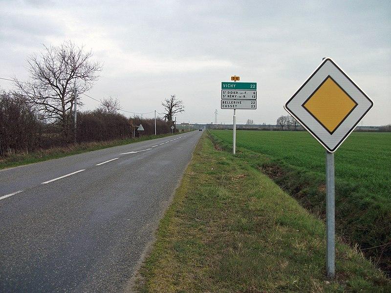 Beginning of the departmental road 6 in the direction of Vichy, Saint-Didier-la-Forêt, Saint-Rémy-en-Rollat, Bellerive-sur-Allier et Cusset (1986-made signs), commune of Bayet [10542]