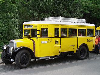 School bus yellow - Image: DAAG Postbus Schwanheim 09052009