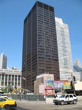 Richard J. Daley Center met daar rechts van het Chicago Title and Trust Center.