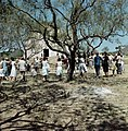 Dansen in een kring. Frankrijk, Bestanddeelnr 254-6029.jpg