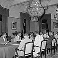 De koningin presideert in het gouvernementshuis de raad van ministers, Bestanddeelnr 252-4497.jpg