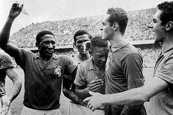 English: Brazilian footballers Djalma Santos (...