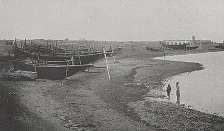 The city's coastline in 1904 largely highlights the local community which was based on fishing and pearl diving. Doha1908.jpg