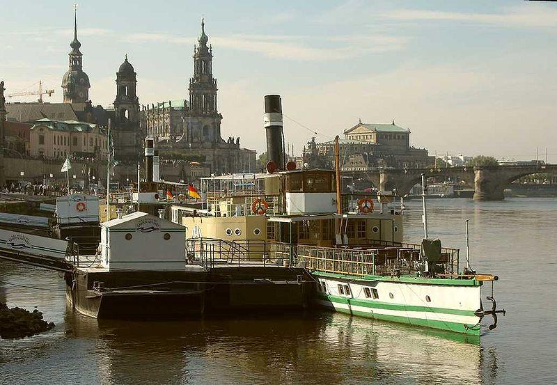 File:Dresden Altstadt - Terrassenufer Dampfer, Foto Christoph Münch.jpg