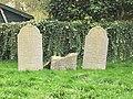 Drie grafstenen op de joodse begraafplaats.jpg