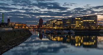 Duisburger Innenhafen Five Boats Abend 2014.jpg
