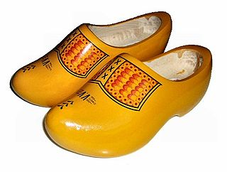 Clog thick-soled protective footwear made of wood