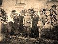 Dziedzice, wrzesień 1919 roku, Komitet Opieki nad Powstańcami. Od prawej Stanisław Krzyżowski (inicjator I Powstania Śląskiego) i Maria Stryczek (jego narzeczona).jpg