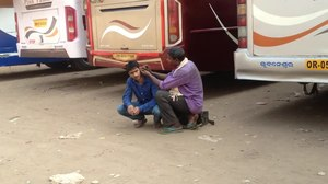 File:Ear cleaning in Baramunda bus station, Bhubaneswar, Odisha.webm