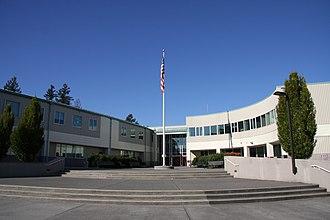 Eastlake High School (Sammamish, Washington) - Main entrance in 2005