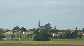 The church and surroundings, in Aigrefeuille-sur-Maine