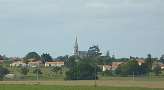 Aigrefeuille-sur-Maine - The church and surroundings, in Aigrefeuille-sur-Maine