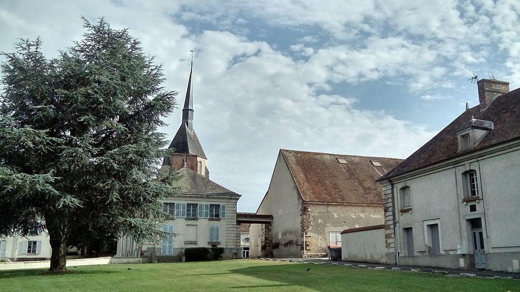 File:Eglise Et Musée Des Métiers D'Argent Sur Sauldre.JPG