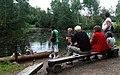 Ekehagens forntidsby Besökare vid stockbåtarna 5050.jpg