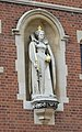 Elizabeth I statue in Harrow (15346027101).jpg