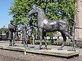 Elst (Overbetuwe) sculptuurgroep op paardenmarkt.JPG