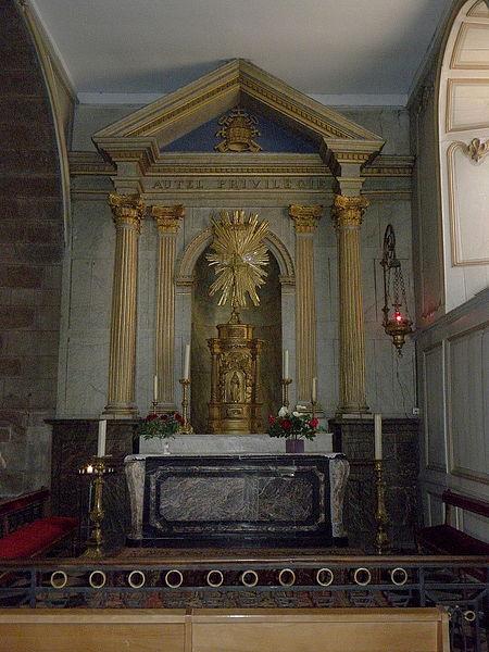 Église Notre-Dame-de-l'Assomption d'Ernée (53). Autel privilégié. Tabernacle classé.