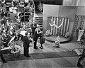 Eurovisie Songfestival 1959. Nederlandse finale. Teddy Scholten wordt gefelicit…, Bestanddeelnr 910-1617.jpg