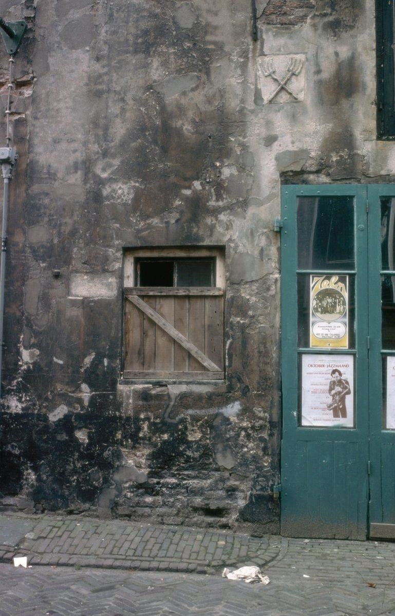 Pakhuis met gepleisterde gevel in deventer monument - Decoratie exterieur gevel ...