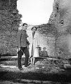 Férfi és nő a Szent Katalin domonkos apácakolostor romjainál. Fortepan 57335.jpg