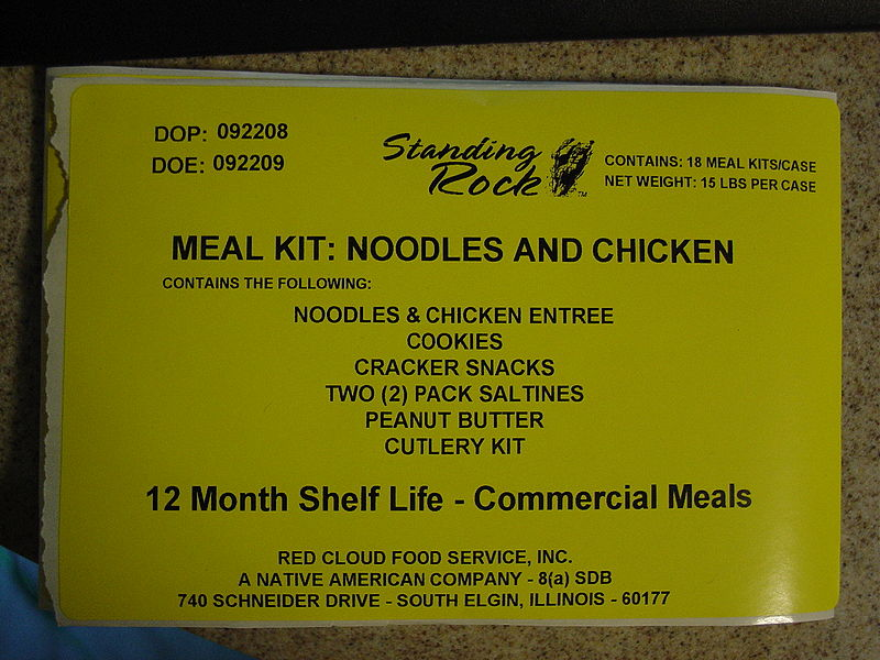 Archivo:FEMA - 39888 - Example of a Meal Ready to Eat, or MRE Kit that contains peanut butter packets..jpg
