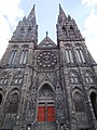 Façade de la Cathédrale Notre-Dame-de-l'Assomption de Clermont.jpg