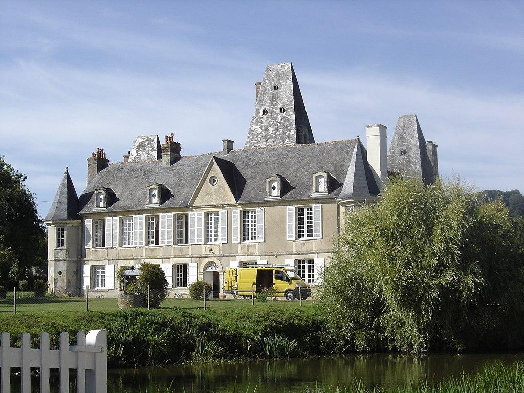 Façade sud du château de Cricqueville-en-Auge.JPG