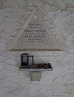 Feuerhalle Simmering - Arkadenhof (Abteilung ALI) - Anna Lavicka 01.jpg
