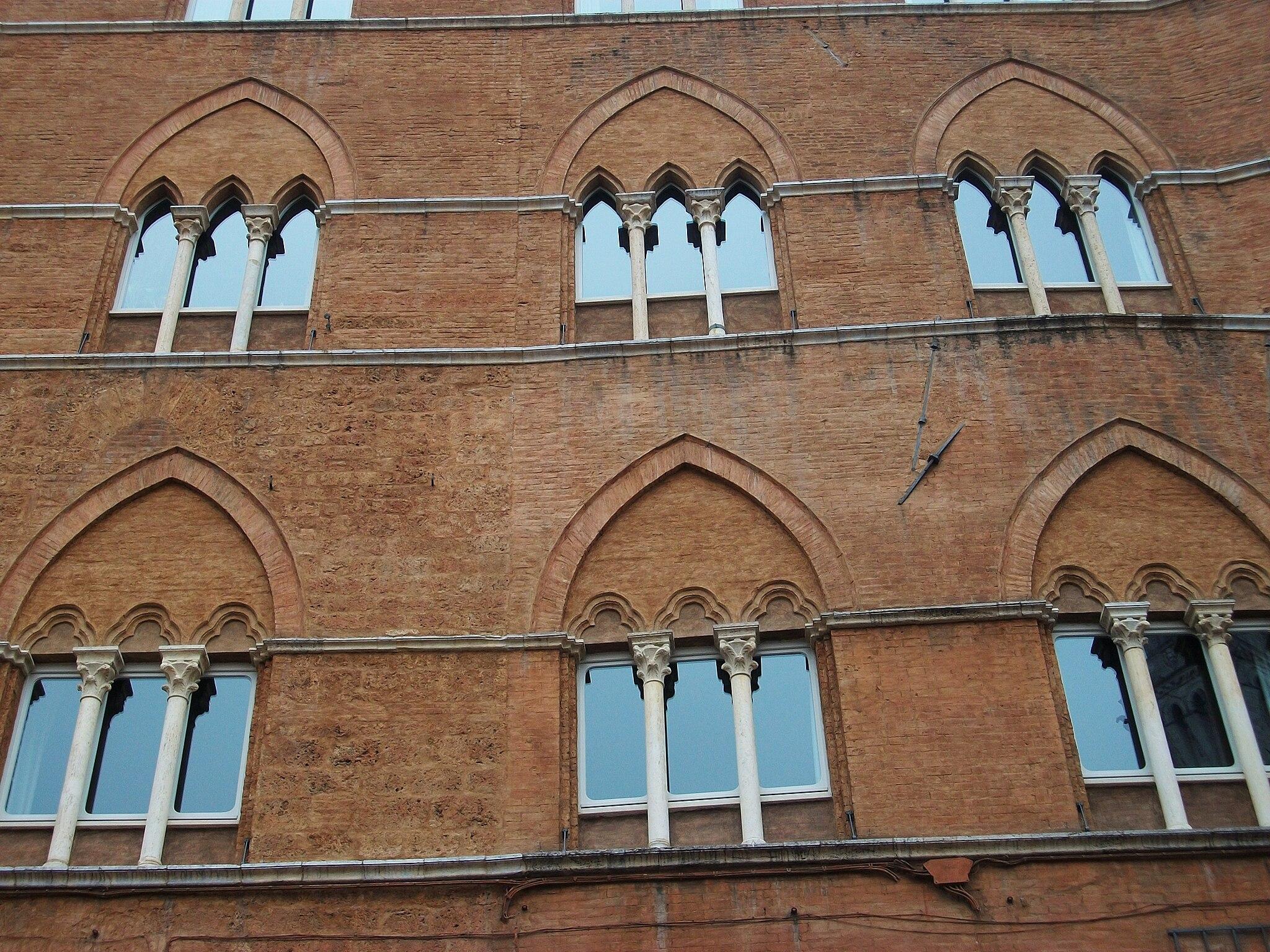 Finestres del Palau Sansedoni de Siena