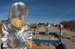 protective suit against chemical, bacteriological, and nuclear risks