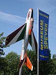 Flugzeug und Fahne Technik Museum Speyer Deutschland.jpg