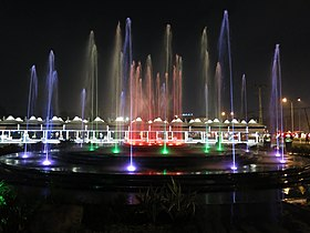 Fountain_at_Diyatha_Uyana.JPG