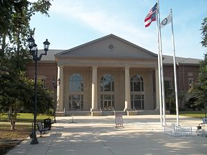 Camden County Courthouse in Woodbine