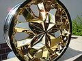Galvanisch vergoldete Autofelge mit 999er Feingold..JPG