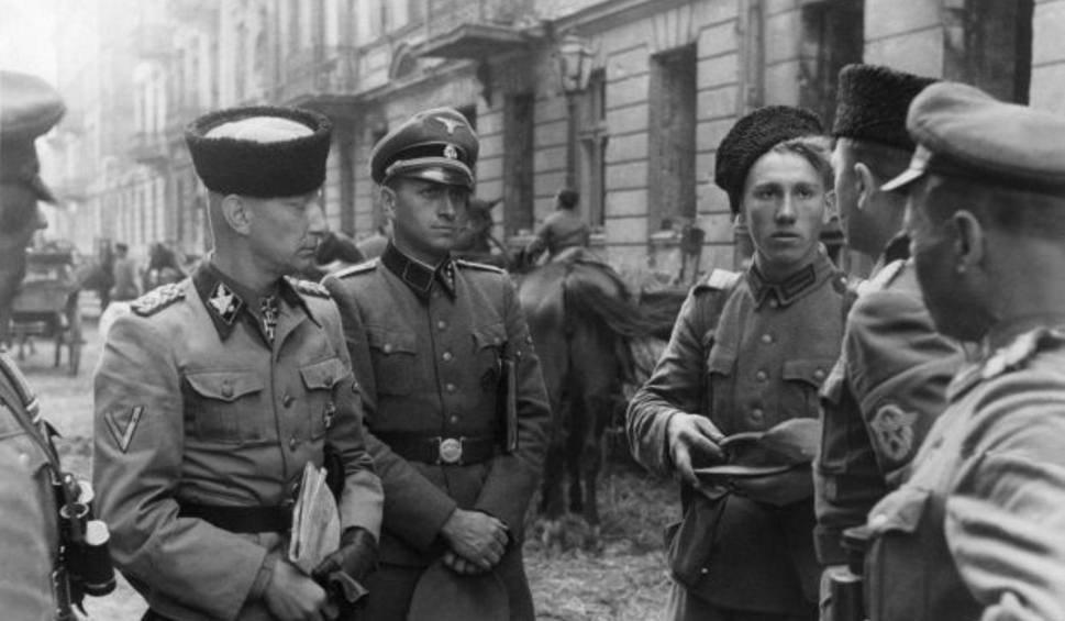 Generał Heinz Reinefarth w czapce kubance i 3 pułk Kozaków