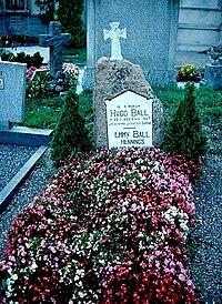 Grab von Hugo Ball und Emmy Ball-Hennings (1978).jpg