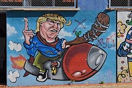 Graffiti de Trump a l'eixida del refugi del castell, Dénia.jpg