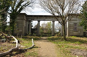 Stover, Teigngrace - The entrance gate (rear view)