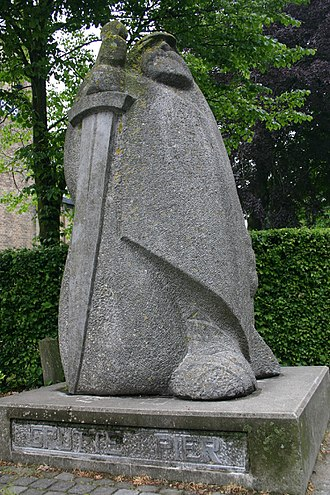 "Pier Gerlofs Donia - Statue of Grutte Pier in his hometown of Kimswerd. The line of text on the foot of the statue simply reads in Frisian ""Grutte Pier""."