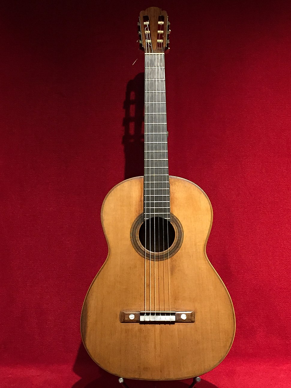 Guitarra d%27Antonio de Torres, MDMB 626, al Museu de la M%C3%BAsica de Barcelona