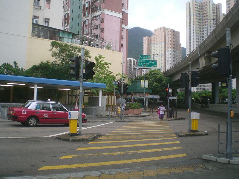 File:HK SKW Tung Hei Road Crosswalk Yellow lines.JPG