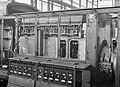 HUA-151513-Afbeelding van de motor van de diesel-electrische rangeerlocomotief nr. 506 (serie 500) van de N.S. in de hoofdwerkplaats te Tilburg.jpg