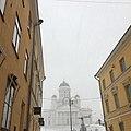 Helsingin tuomiokirkko lumisateessa.jpg