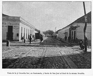 San José Castle (Guatemala City) - Fifth avenue of Guatemala City in 1911.  The fort is at the end of the street.