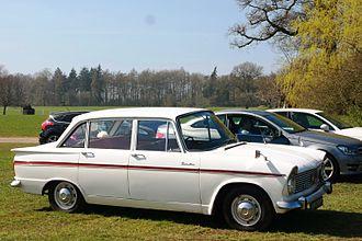 "Hillman Super Minx - The ""wraparound"" rear window was replaced by a simpler arrangement in 1964."