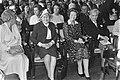 In Amsterdam heeft Koningin Juliana de prijs der Nederlandse letteren1980 uitger, Bestanddeelnr 931-0619.jpg